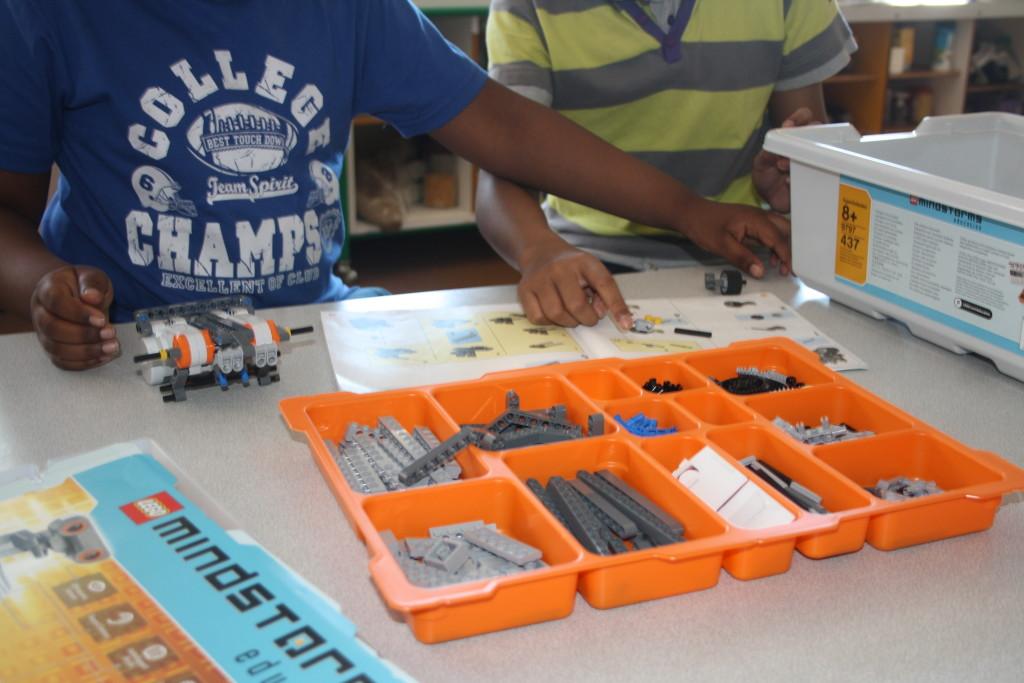 montage robot lego