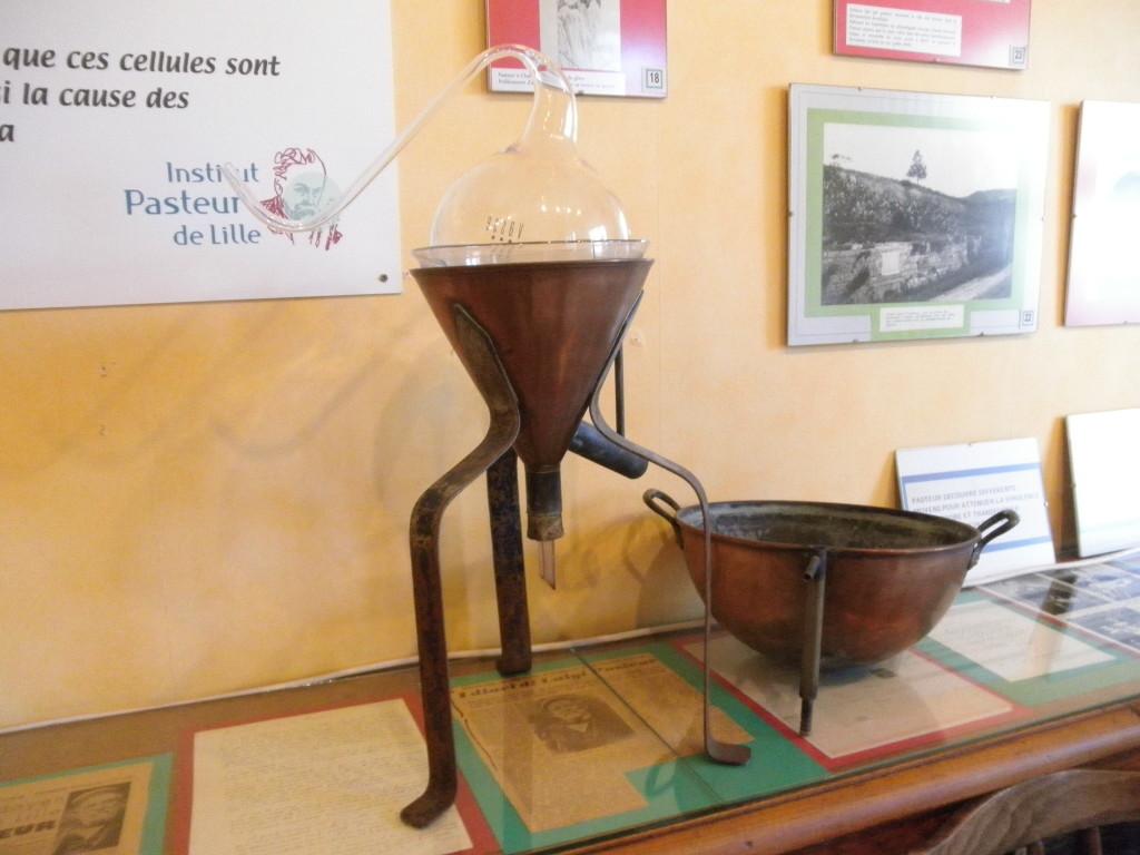 Pasteur a utilisé un ballon à col de cygne comme celui-ci pour réfuter les théorie de la génération spontanée