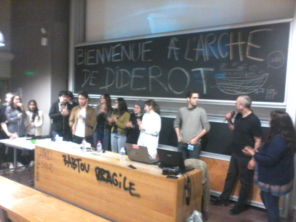 Photo de groupe à la fin de la restitution